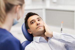 Utrudnione wyrzynanie zęba. Dolegliwości bólowe.