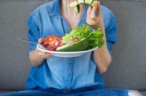 Czy aparat przeszkadza podczas jedzenia?