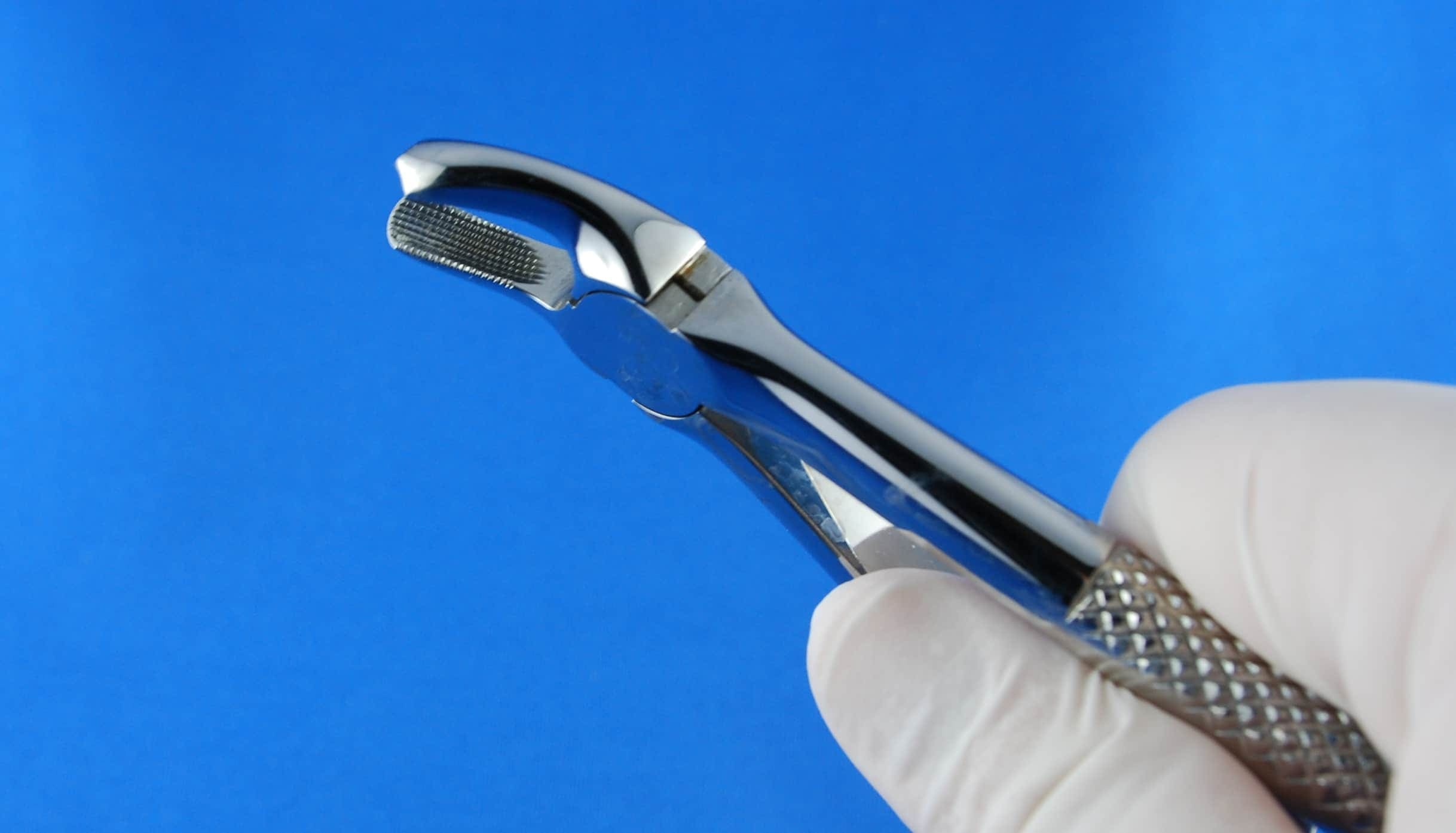 Chirurgiczne usuwanie ósemek. Cena. Przygotowanie przed usunięciem zęba