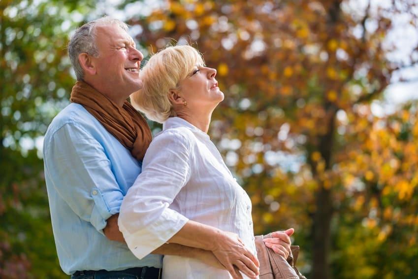 Implanty zębów a wiek pacjenta. Proteza na implantach