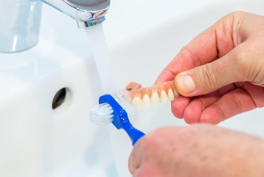 Proteza higiena. Jak pielęgnować i czyścić protezę. Brzesko Bochnia